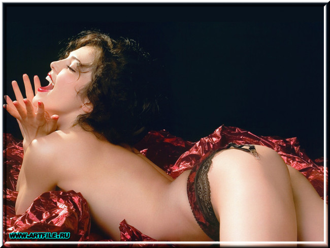 Сати Казанова (Sati Kazanova) в фотосессии для журнала Moulin Rouge (Сентяб